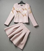 Костюм с юбкой розовый